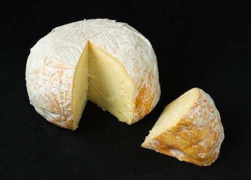 Cowgirl_Creamery_Point_Reyes_-_Red_Hawk_cheese.jpg